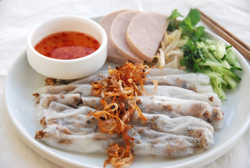 banh cuon, vietnamese steamed rice rolls